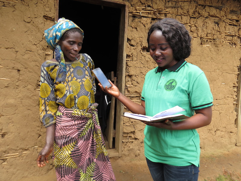GRACE Educator Gracianne interviews a woman from the community.